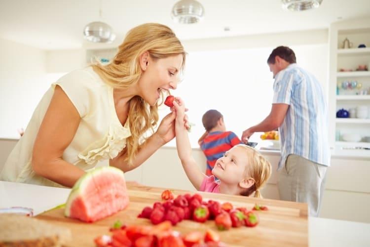 Aufgetautes Obst aus den SafeLoc® Ruck-Zuck Beuteln von Toppits®.