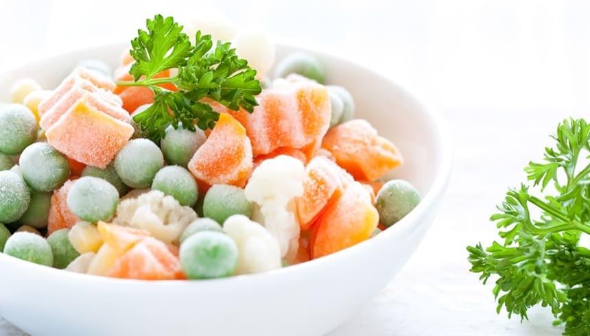 Gefrorenes Gemüse in einer Schale