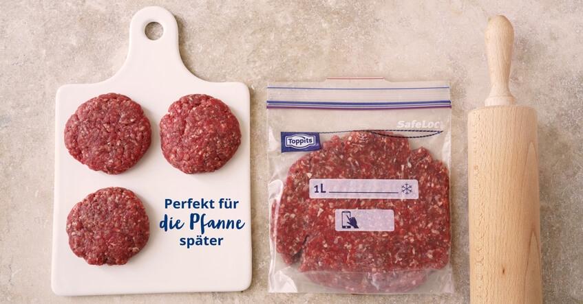 Hackfleisch Pattys auf dem Brett und Hackfleisch im Toppits Gefrierbeutel
