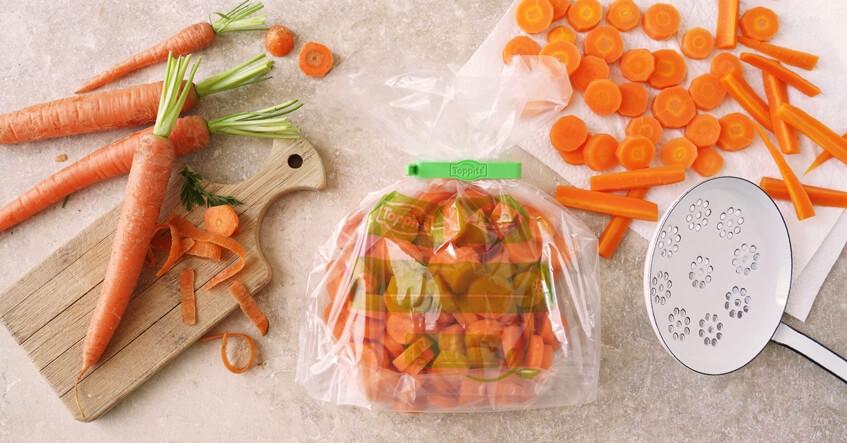 Karotten im Gefrierbeutel, blanchiert und bereit zum Einfrieren